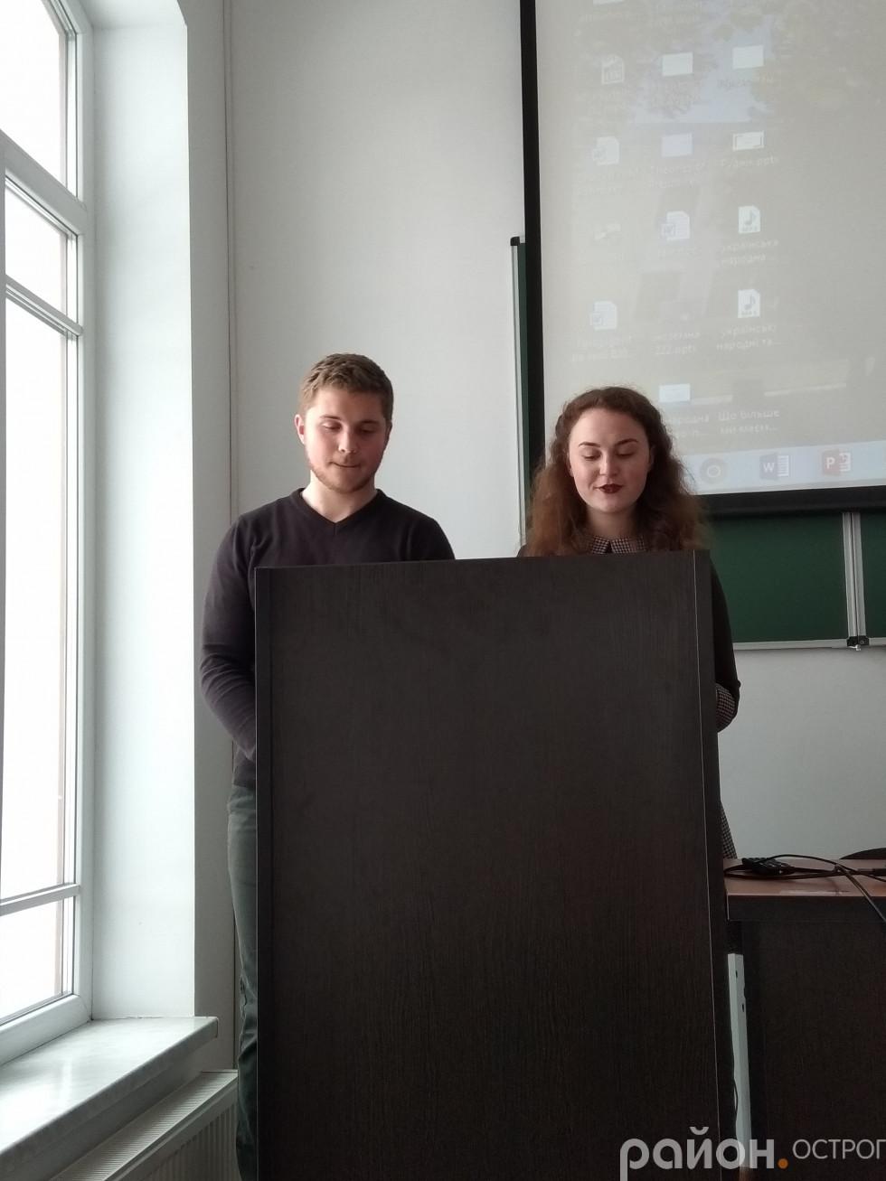 Ведучі заходу Дмитро Петрук і Маріанна Шкрабій