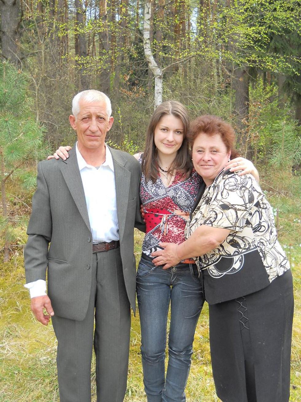 Катерина Зелінська з Межиріча, разом із сім'єю