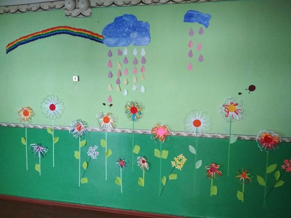 Грем`яче: під час карантину в школі «зацвіла» стіна