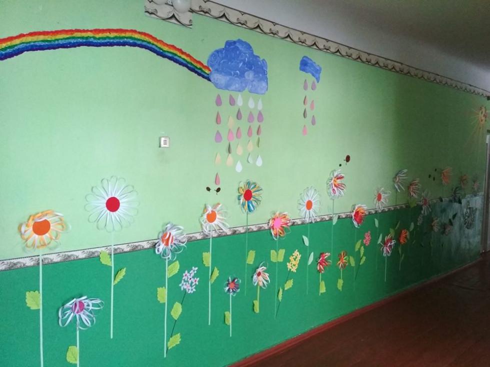 Вчителі зробили квіткову аплікацію