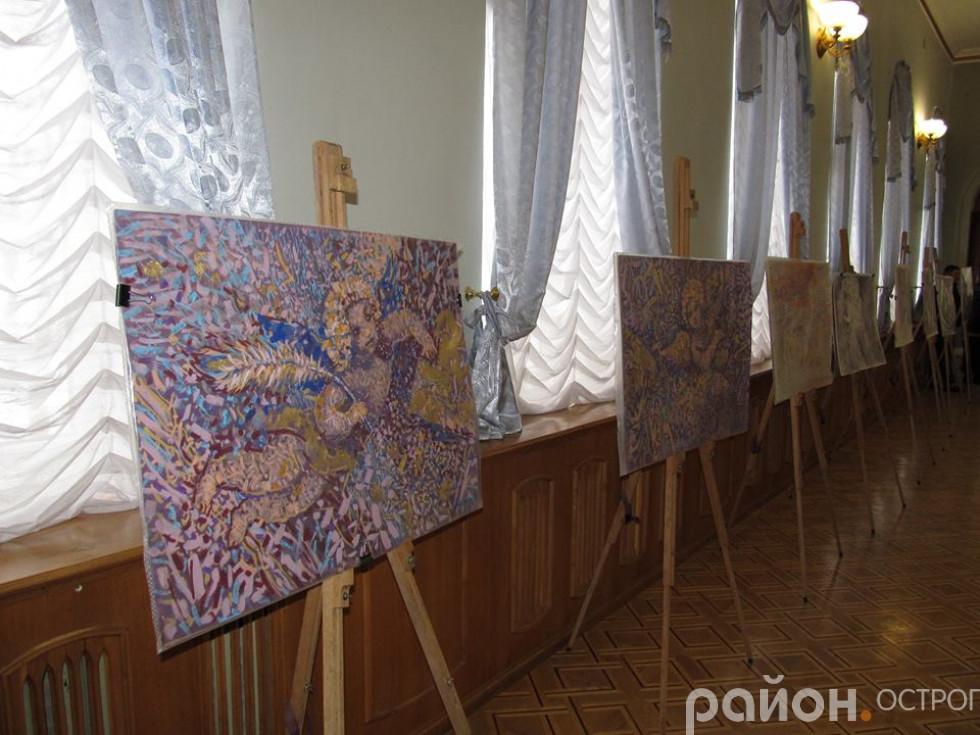Виставка картин в актовій залі університету