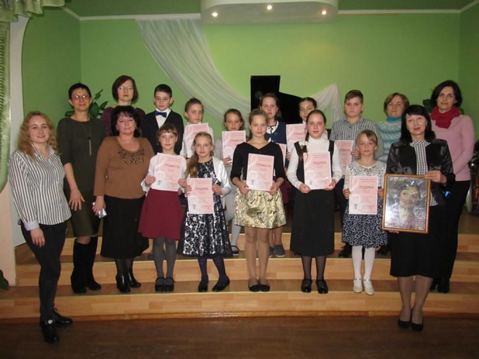 Учасники конкурсу разом із викладачами