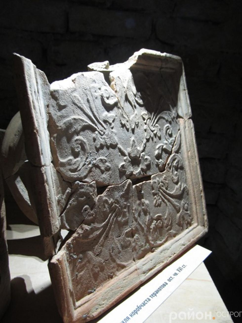 Кахля віднайдена під час попередніх археологічних досліджень