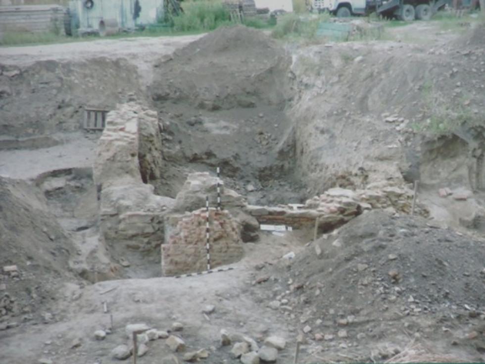 Фрагменти фундаменту віднайденої кам'яниці