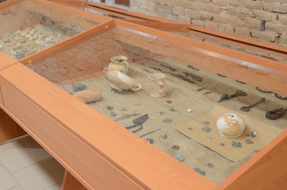 Частина артефактів експонується на виставці Музею історії НаУОА
