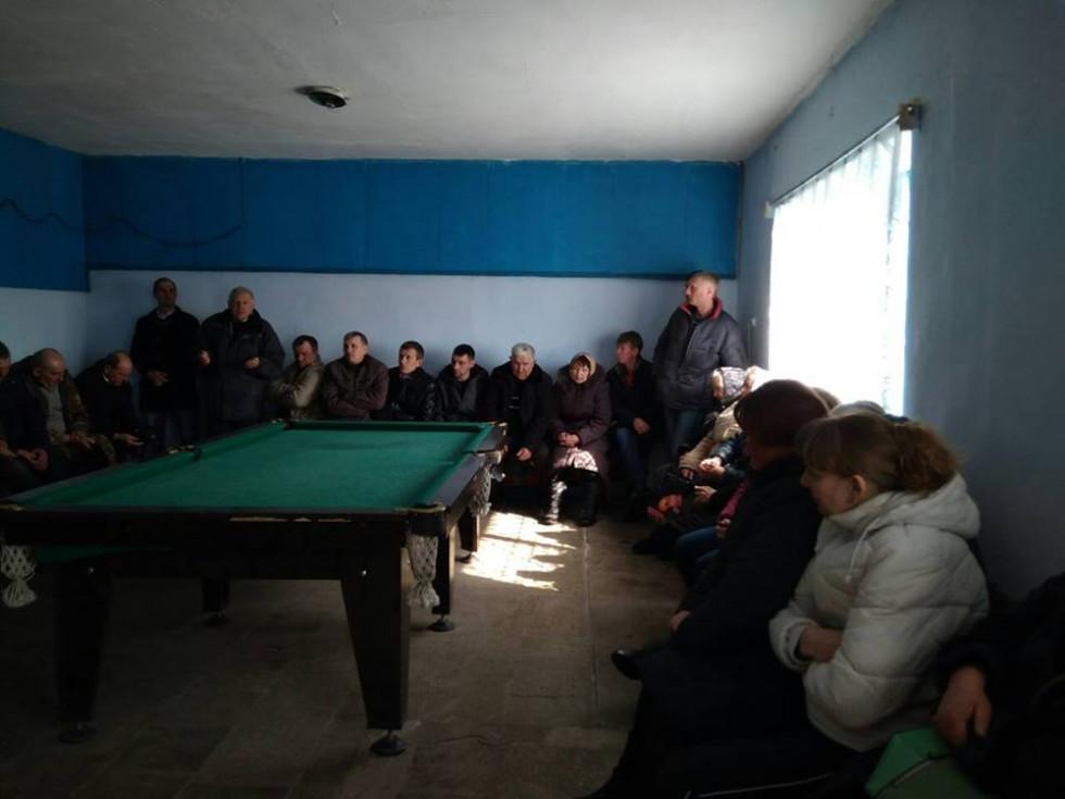 присутні жителі Волосківець майже одноголосно вирішили погодились з представниками влади та бізнесу та проголосували за приєднання до Мощаниці.