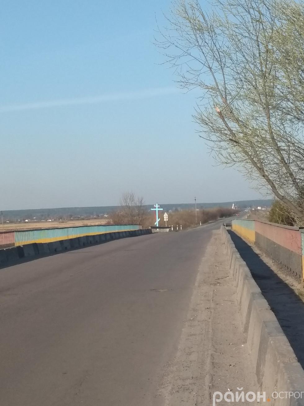 Міст через Вілію. Удалині село Вельбівно