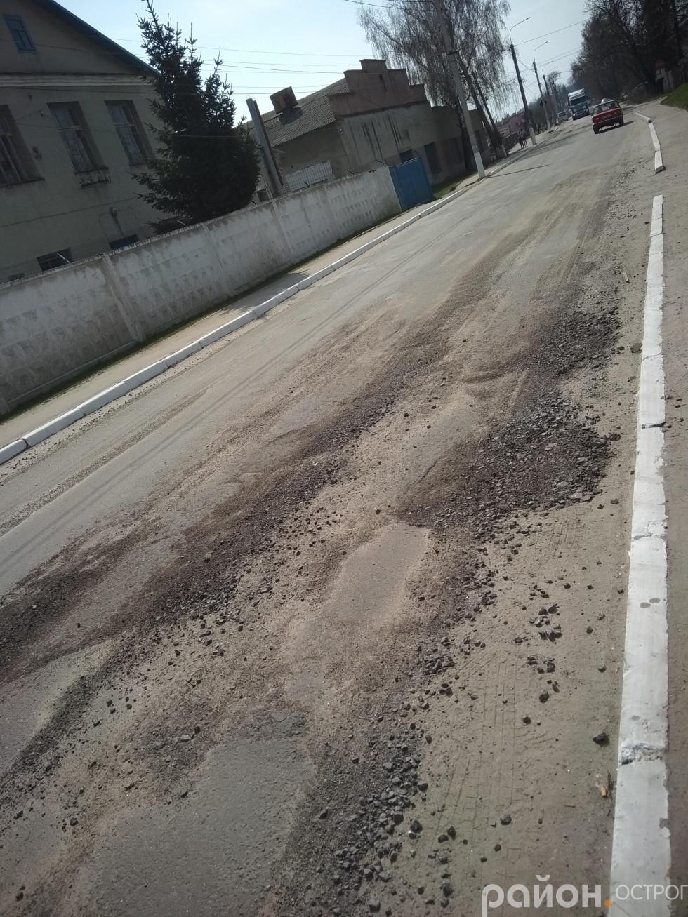 Вулиця Князів Острозьких у напрямку Межиріча