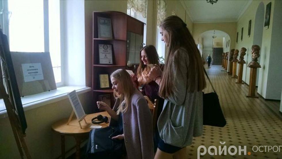 Студенти беруть участь у акції Музею історії Острозької академії