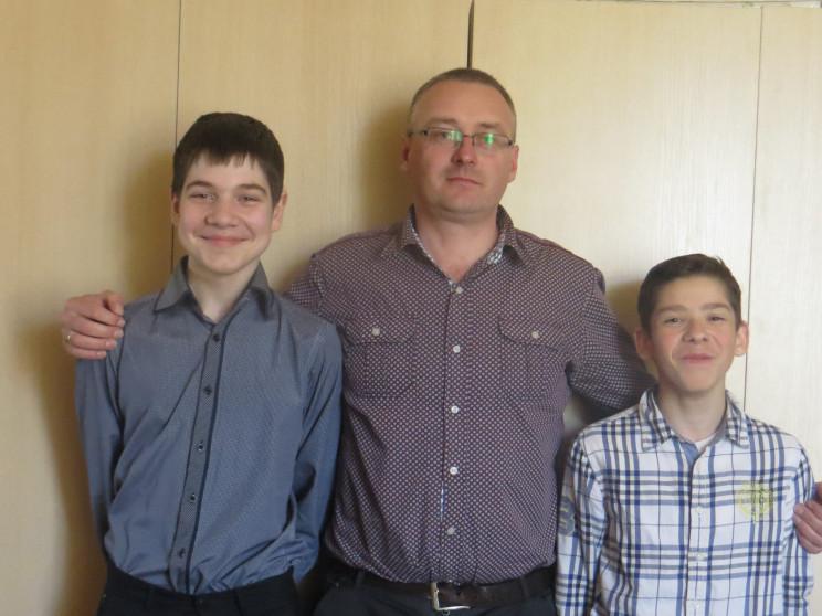 Юні музиканти з учителем Тарасом Безюльовим