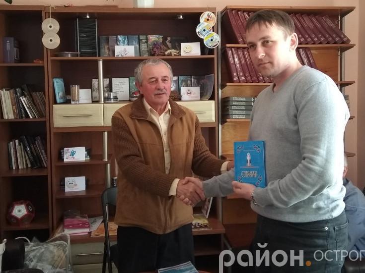 Олесь Ундір та Роман Криловець на засіданні літстудії