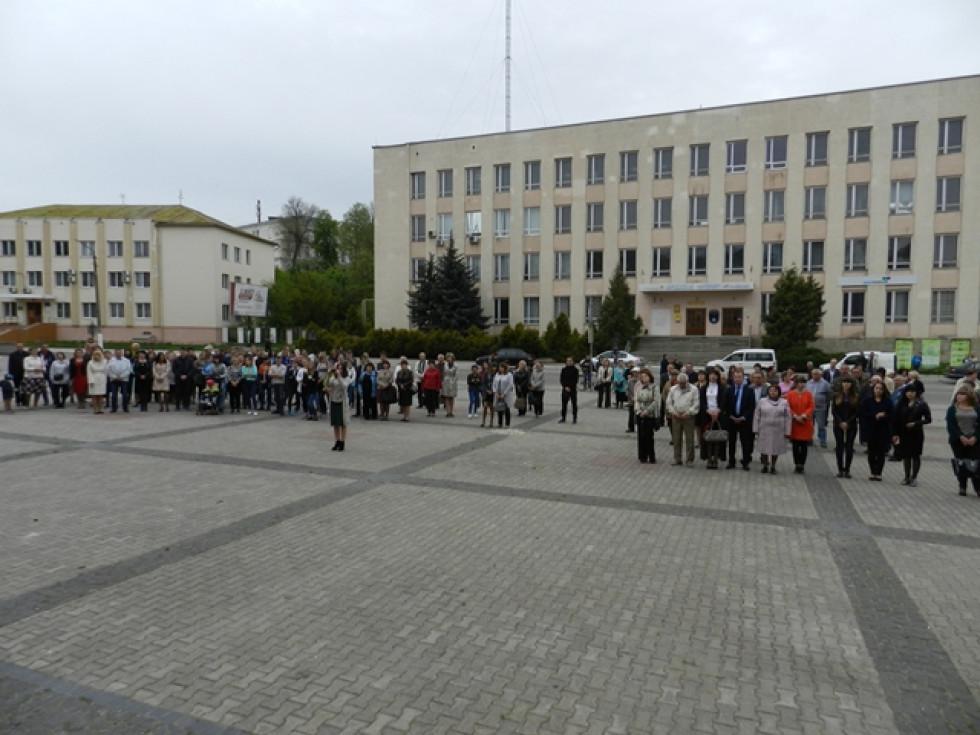 Острожани прийшли віддати шану постраждалим від Чорнобильської катастрофи