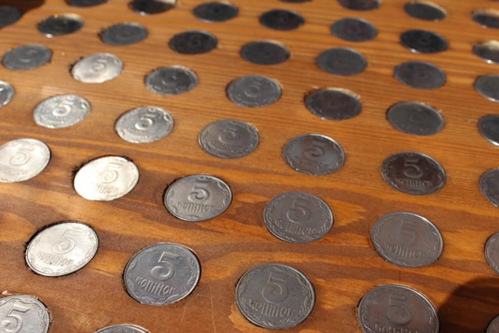 Лавка з монет