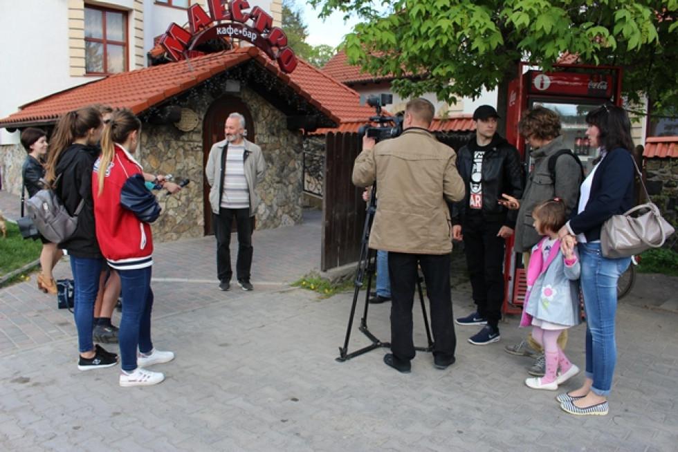 Анатолій Хеленюк вітає учасників квесту
