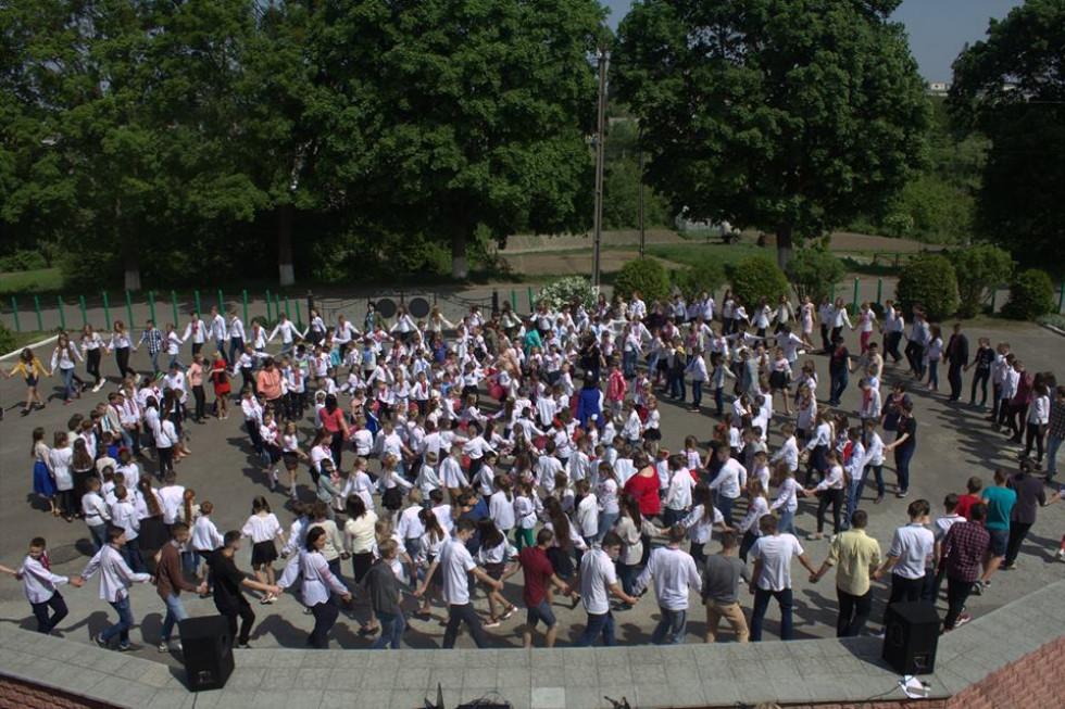 Загальношкільний флешмоб «Коло єдності»