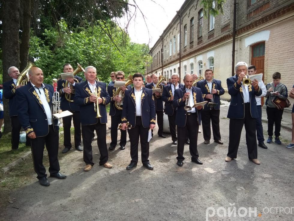 Парад супроводжував духовий оркестр