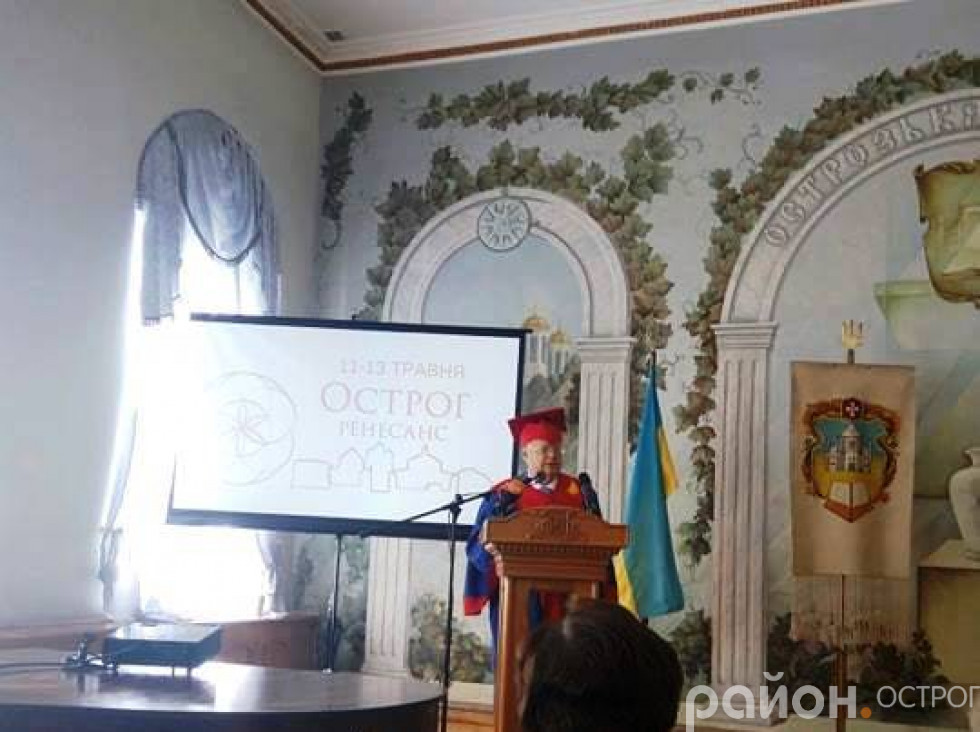 Мирослав Скорик виступає перед студентами НаУОА