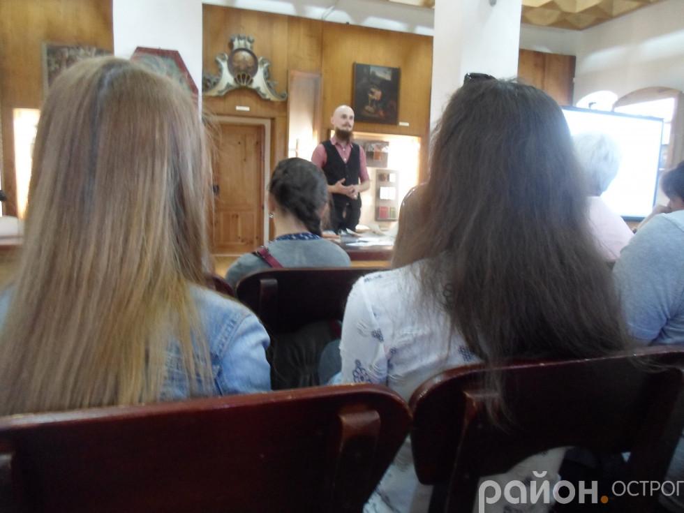 Виступає Валентин Колонтай