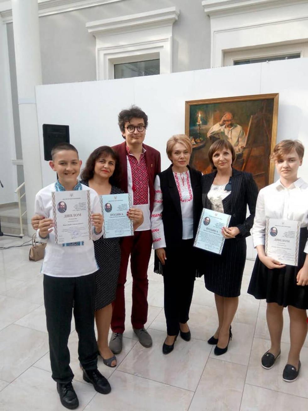 Даниїл Лізак (перший ліворуч) під час нагородження в Києві