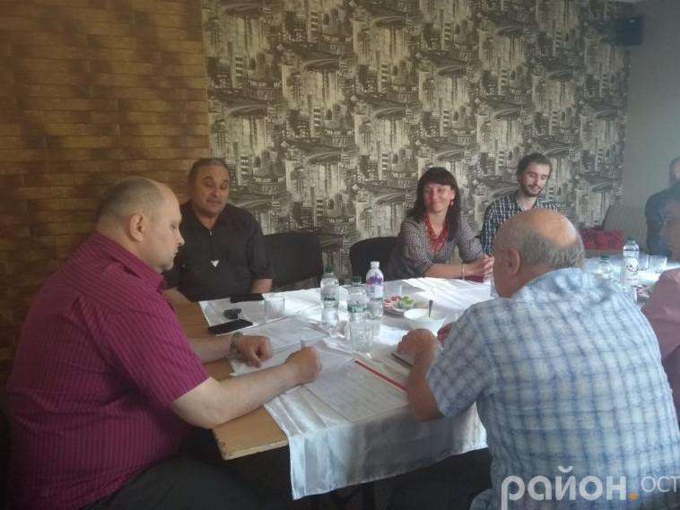 Острозька рада християнських церков приймає рішення про проведення молитовного сніданку