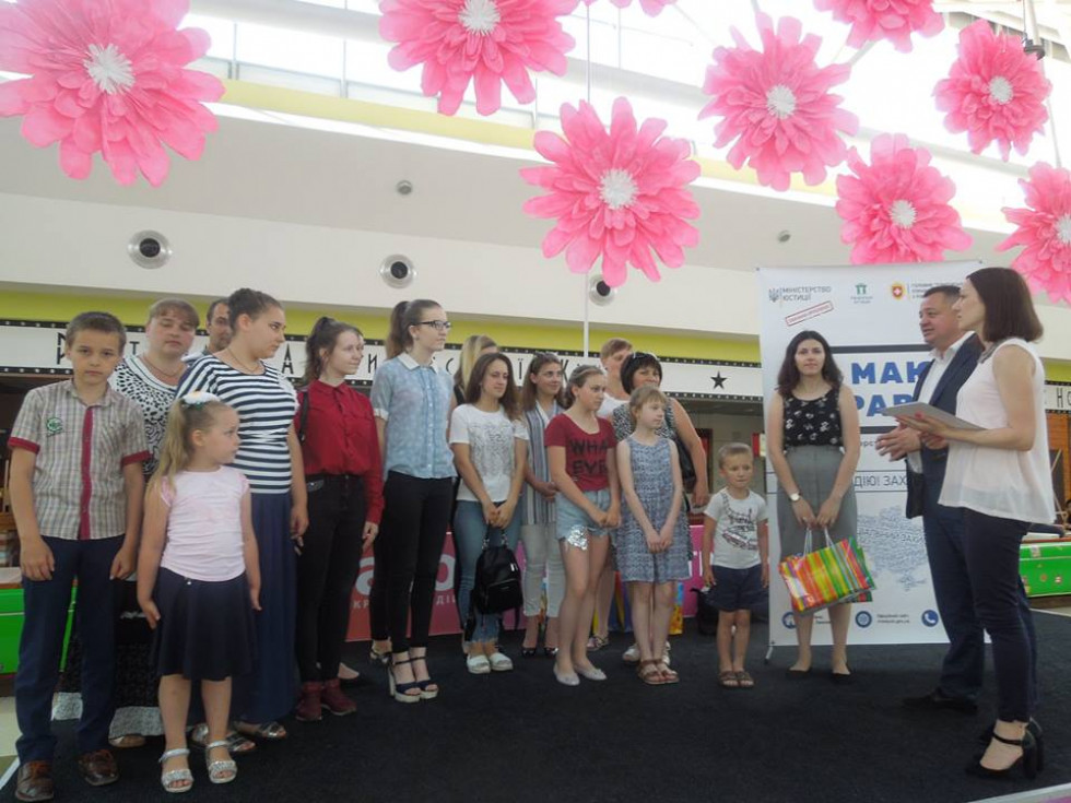 Школярі з Оженина взяли участь у нагородженні
