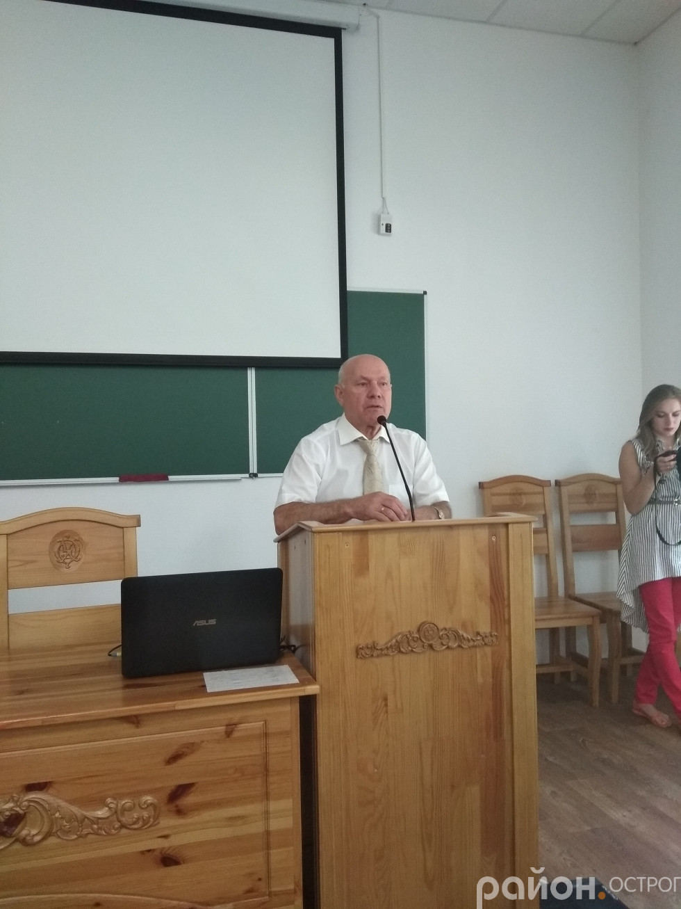 На зустріч із випускниками традиційно прийшов Ігор Пасічник