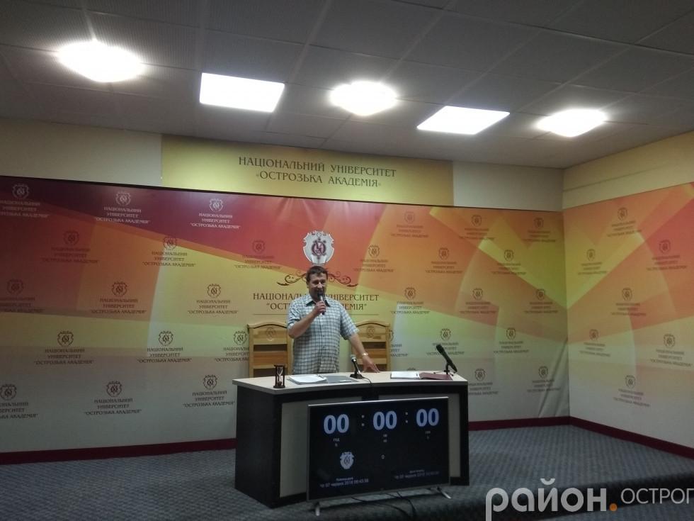 Представник Книги рекордів України Олександр Шустерук