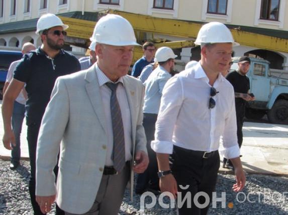 Олег Ляшко на будівництві нового корпусу НаУОА