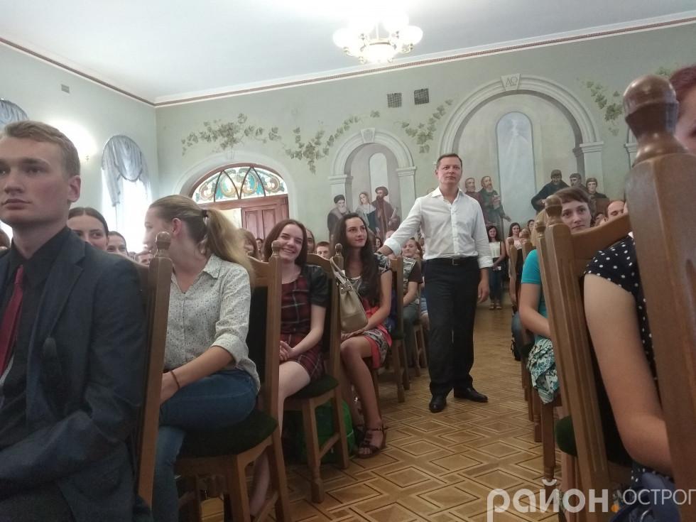 Олег Ляшко після виступу пішов до студентів у залу