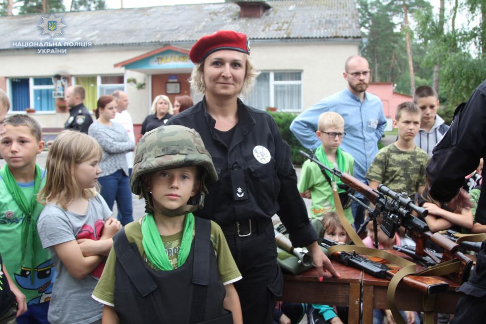 Діти з цікавістю зустріли поліцейських