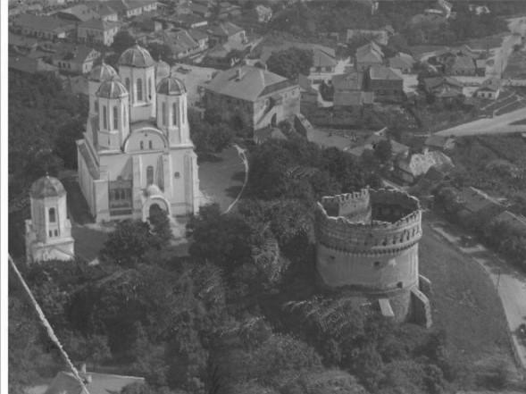 Острозький замок з висоти пташиного польоту. Фото 1935 року