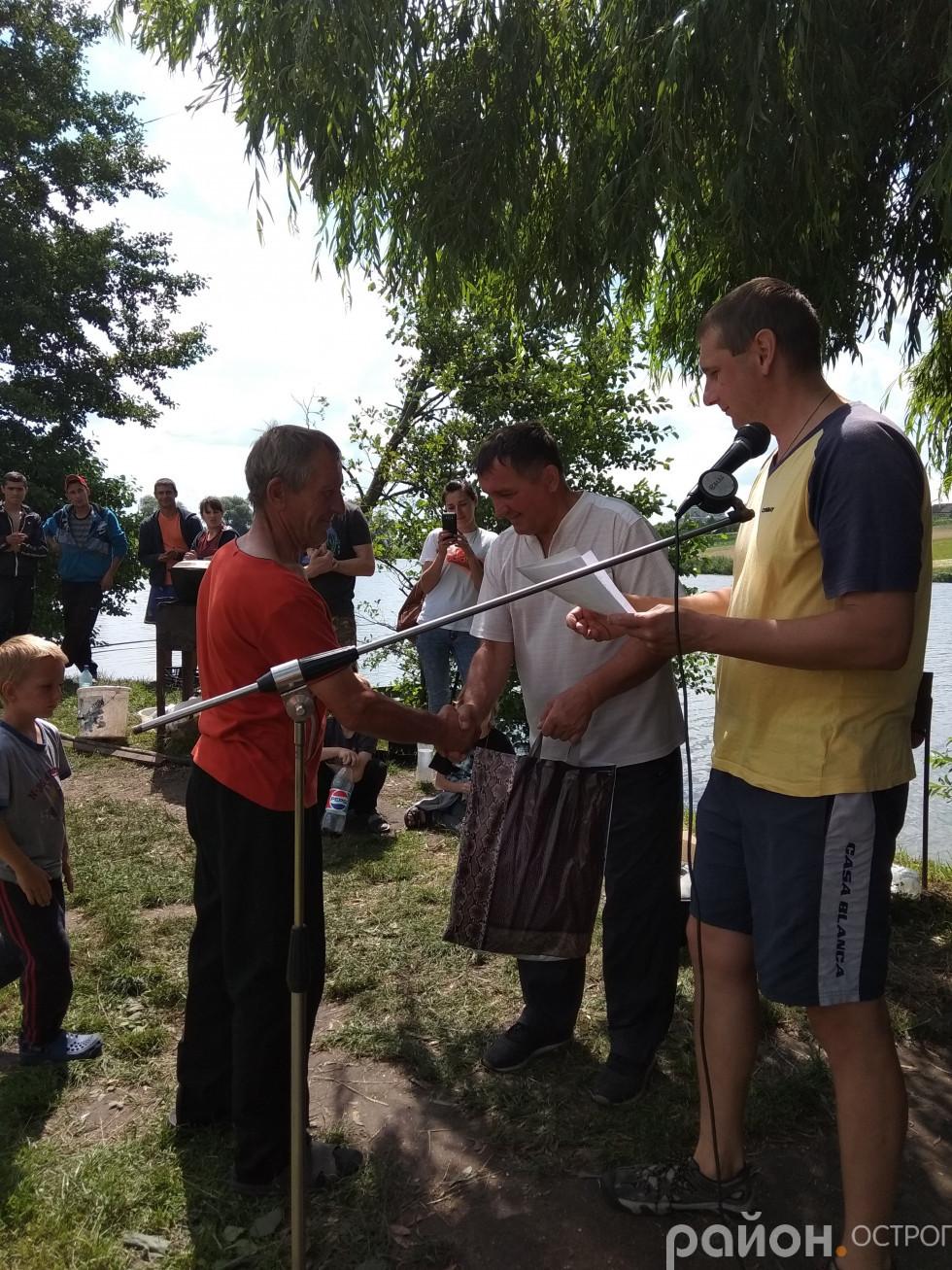 Нагородження переможця Анатолія Столярчука