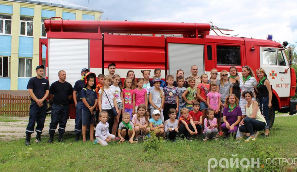 Рятувальники розповідали як правильно поводитися в екстремальних ситуаціях
