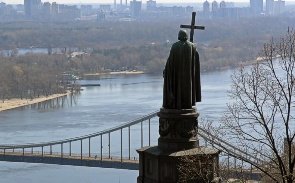 Пам'ятник Володимиру у Києві над Дніпром