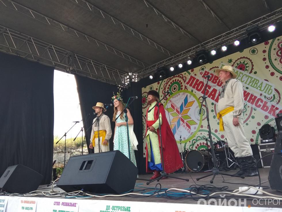 Театралізовані господарі фестивалю
