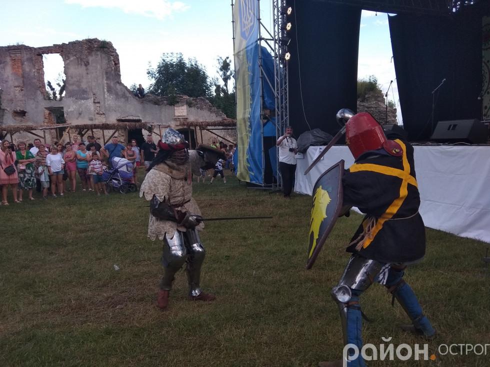 Показові лицарські бої