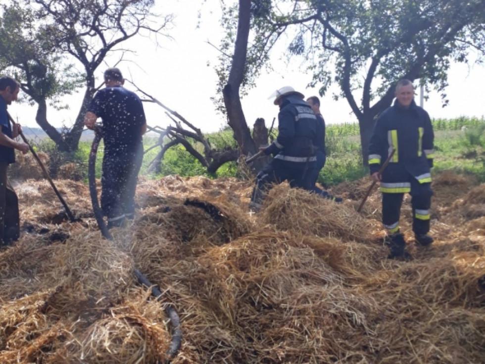 Пожежники працюють над ліквідацією загорання