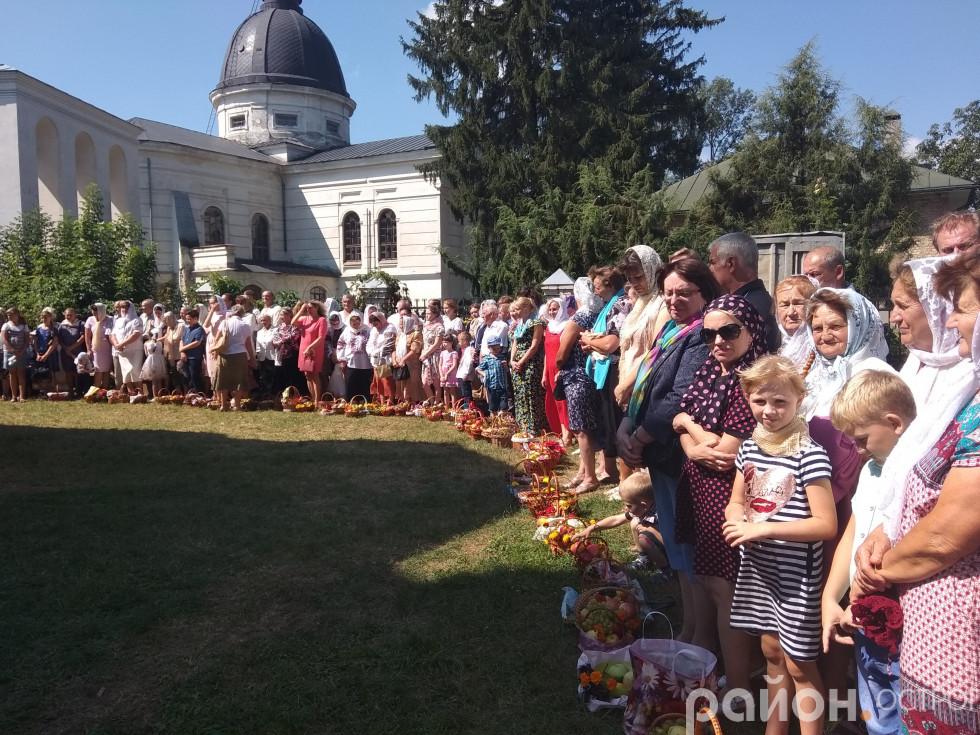 Віряни Свято-Миколаївської церкви чекають освячення плодів