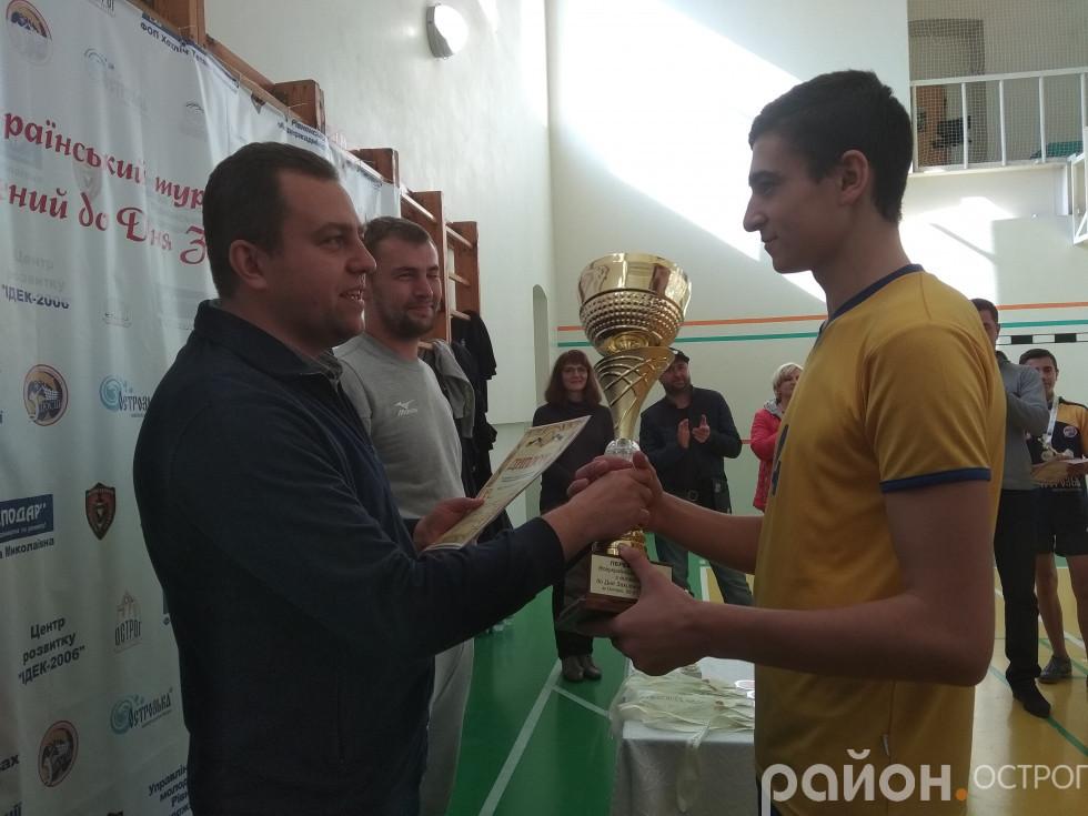Кубок отримує капітан киян