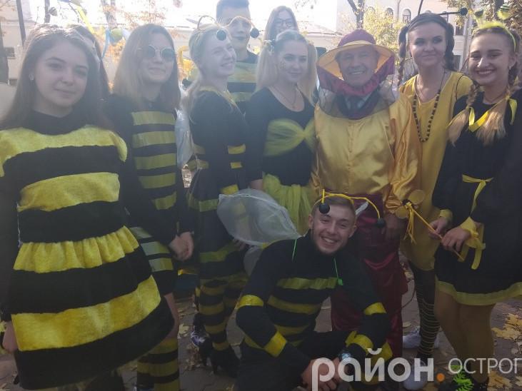 Пасічник і бджоли