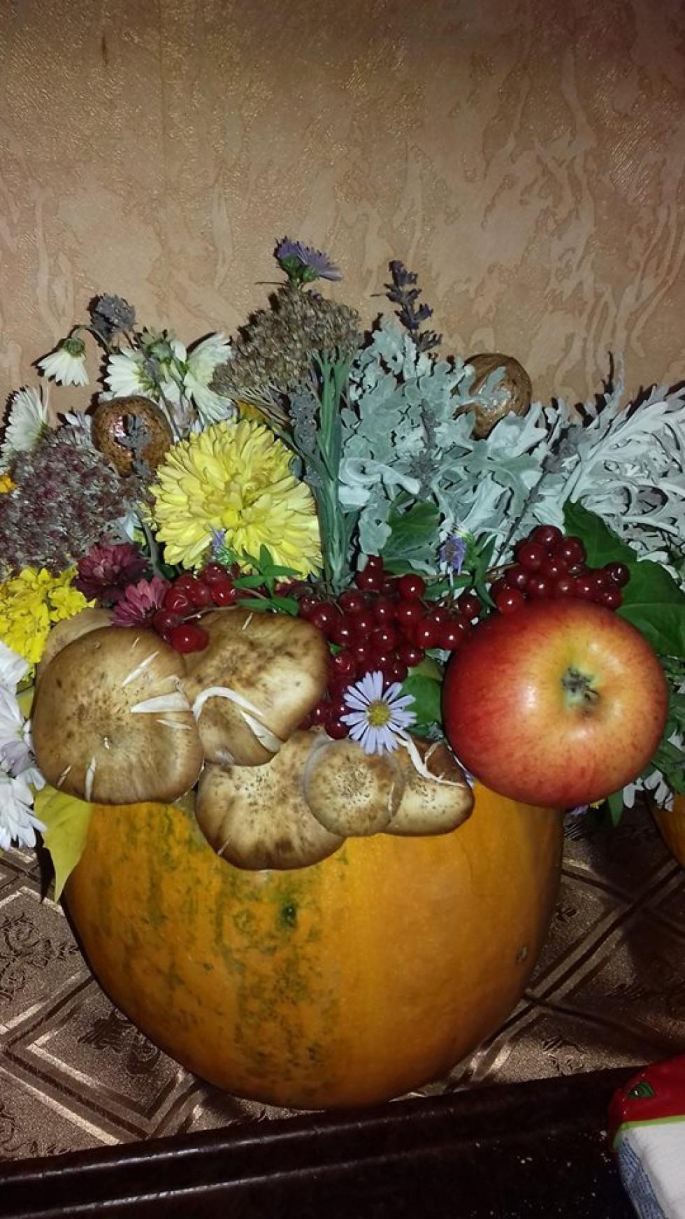 Гарний настрій дарували квіткові композиції