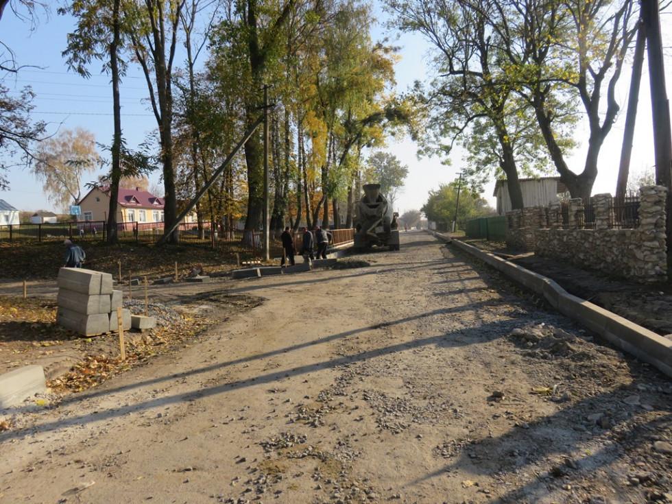 Відремонтують не тільки дорогу/, а й тротуари