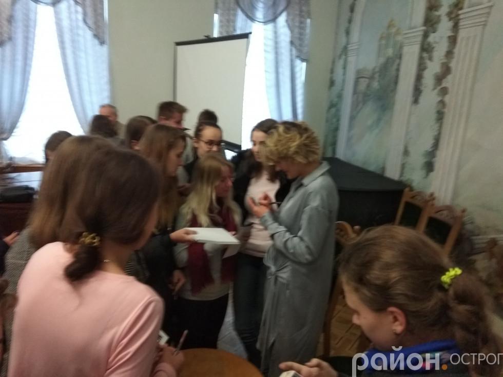 Автограф-сесія Катерини Кістень
