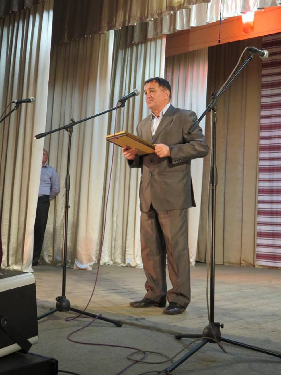 Від імені Острозької міської ради вітає Анатолій Лисий