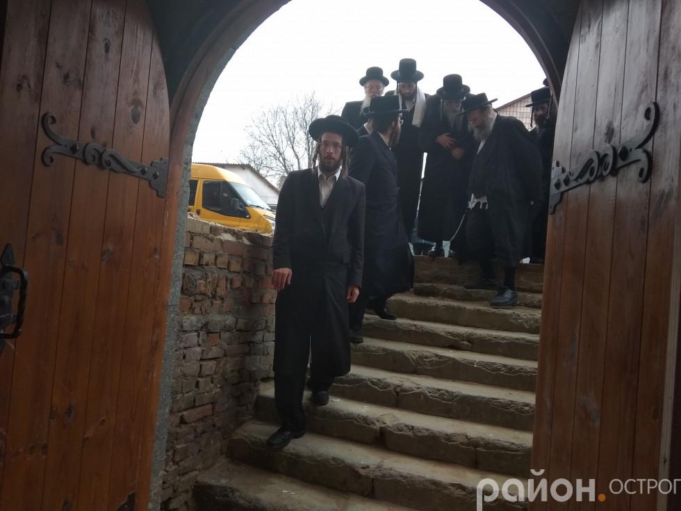 Перший вхід у синагогу