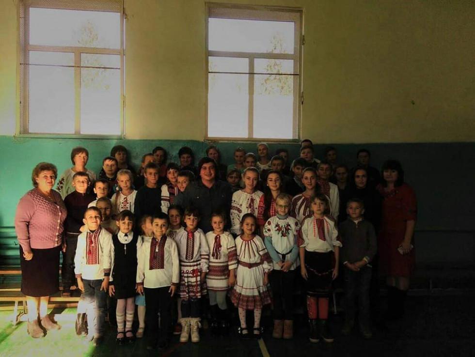 Зустріч із Юрієм Матвійчуком у школі села Грозів