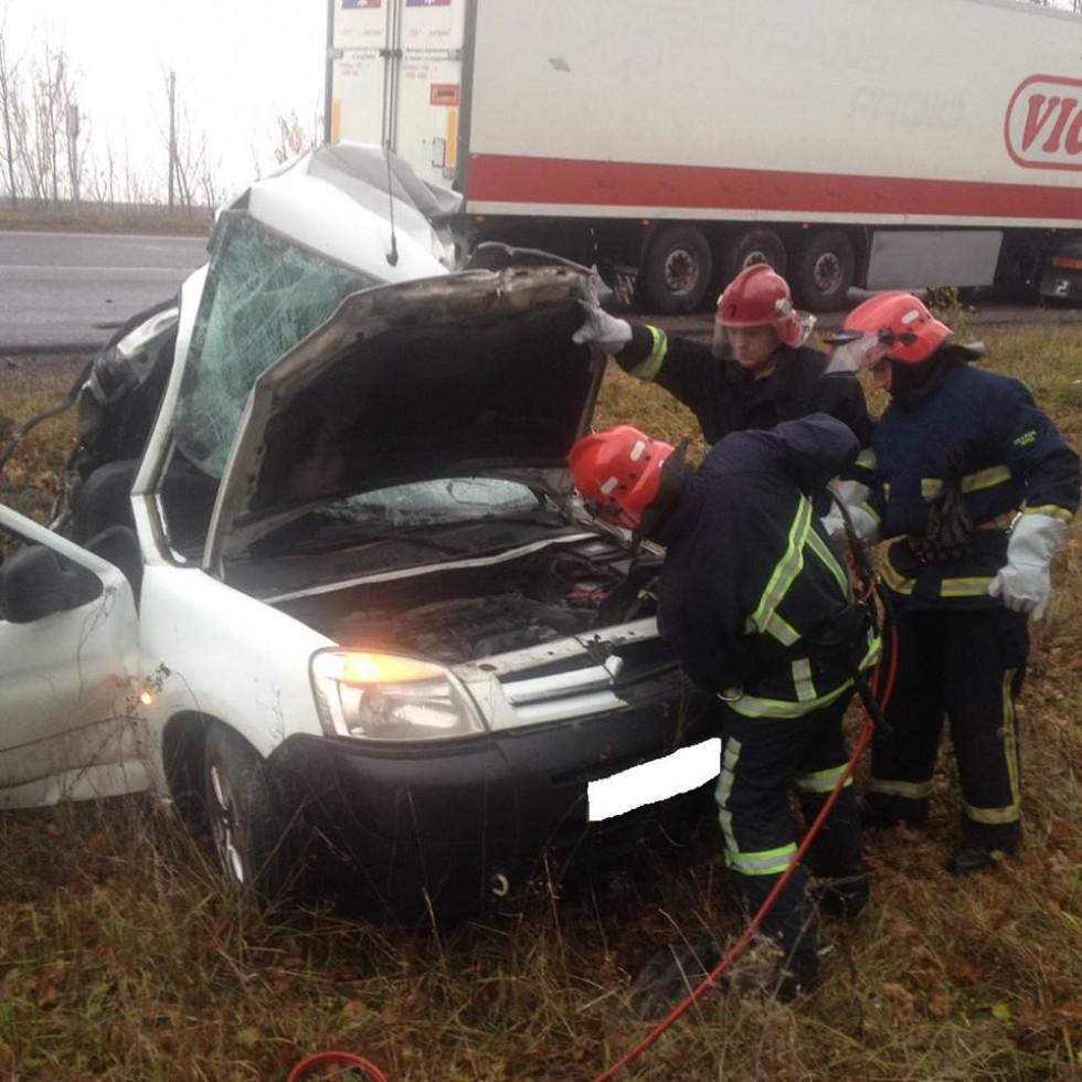 Рятувальники деблокували загиблих з авто