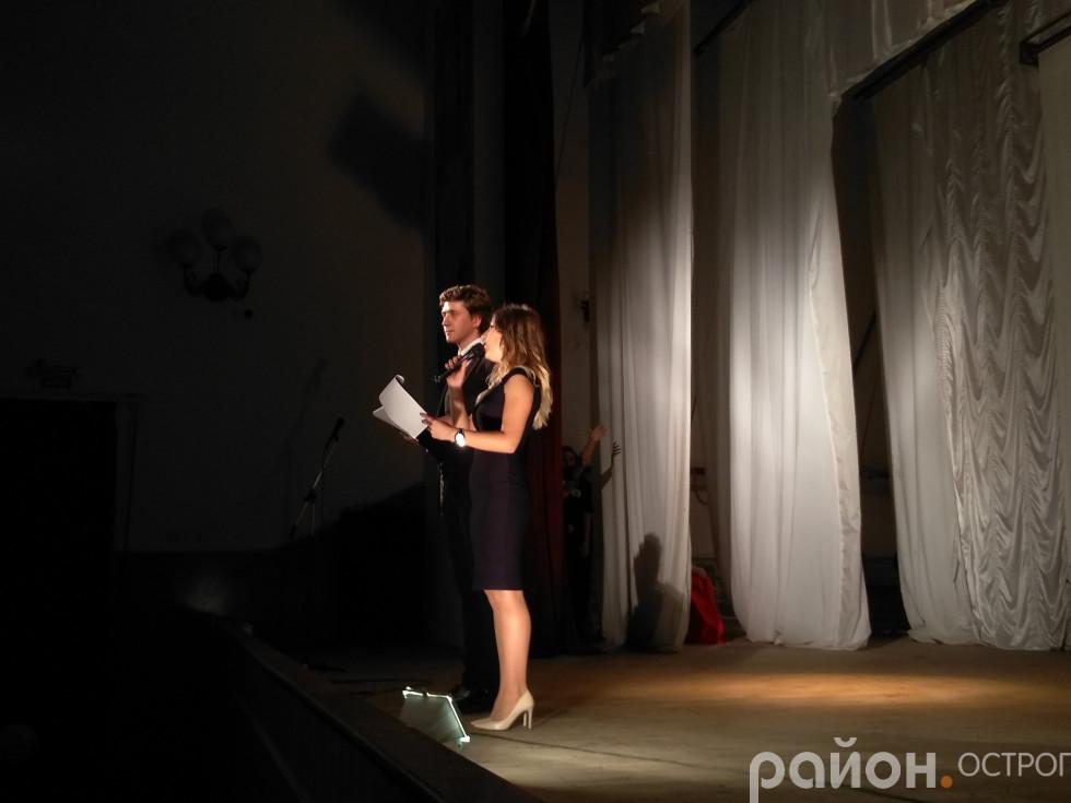 Ведучі вечора Олександр та Оксана