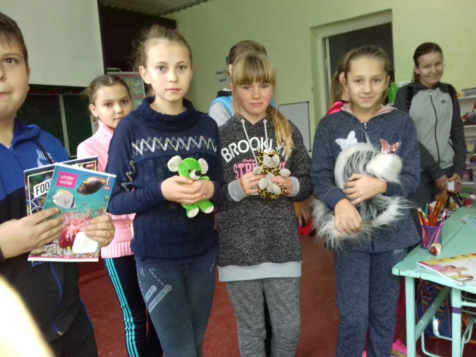 Старшокласники потішили молодших діток НВК