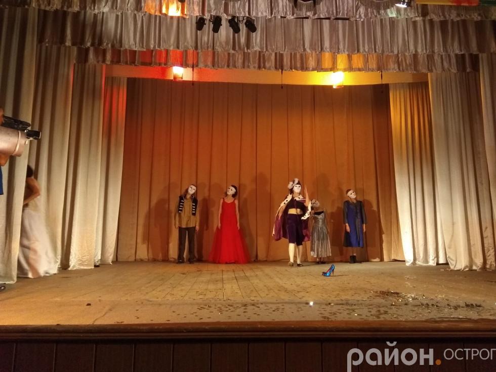 Мить із постановки театру «Сонях»